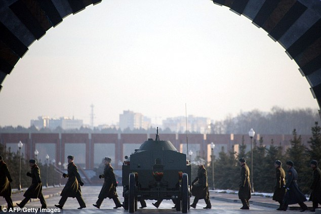 Russian soldiers walk past a gun carriage during the funeral ceremony of Mikhail Kalashnikov