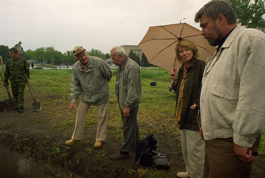 jelalex1978 /  Thor Heyerdahl with russian archeologists in Azov expedition. 8-9 may 2001 year.