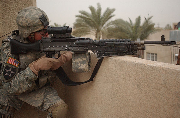 army soldier with M240b machine gun